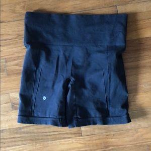 Lululemon Sz 6 black shorts